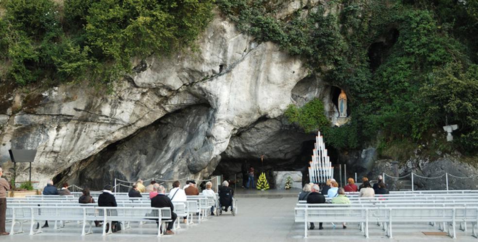 Lourdes, cerca de la gruta de Massabielle